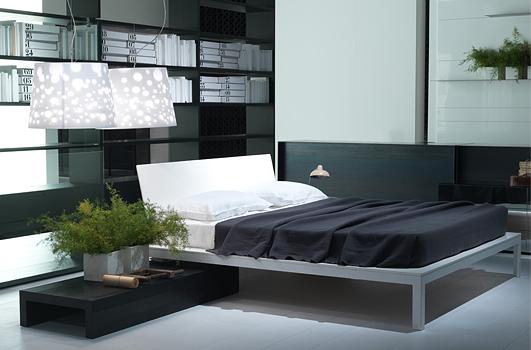 Camera da letto minimal chic, letto Offshore di Porro
