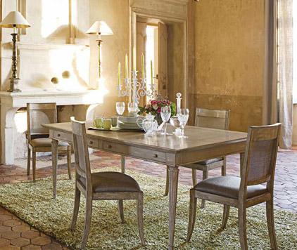 Classici tavoli da pranzo in legno lo stile roche bobois for Arredamento tavoli