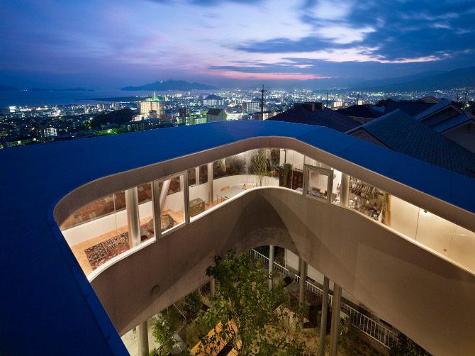 Toda House, casa moderna su Palafitte di Kimihiko Okada