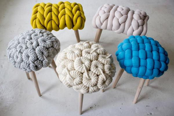 Knit Stools, sgabelli colorati con motivi lavorazione a maglia