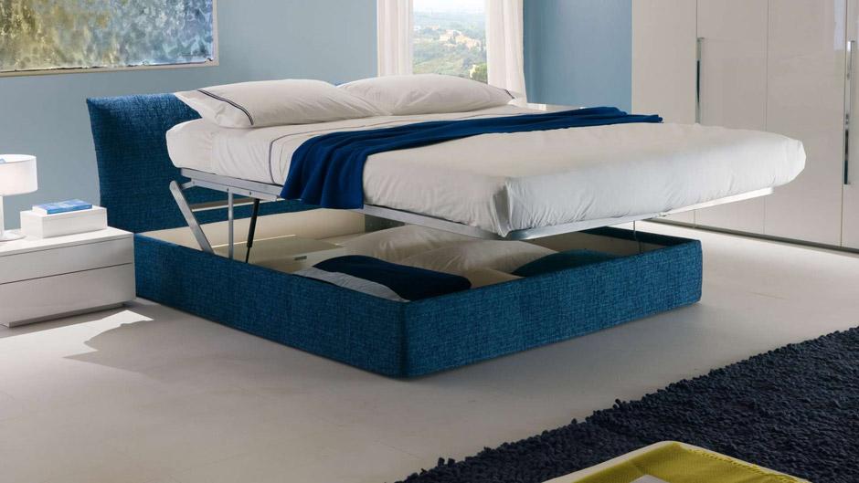 Il letto imbottito nella camera da letto chateau d ax for Chateau d ax letti in offerta
