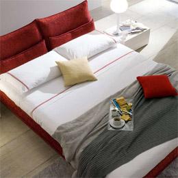 Il letto imbottito nella camera da letto chateau d ax - Camere da letto complete chateau d ax ...