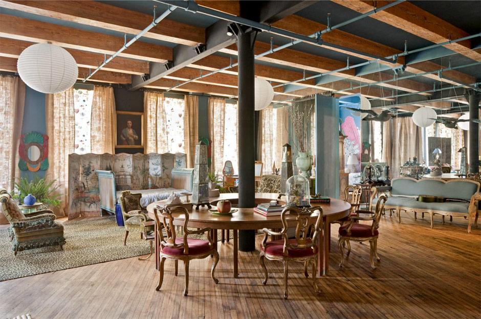 Loft di Agyness Deyn, Arredamento Kitsch, Tavolo e Sedie