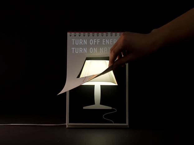 Page by Page, Lampada da Tavolo di Carta ed a basso Consumo Energetico