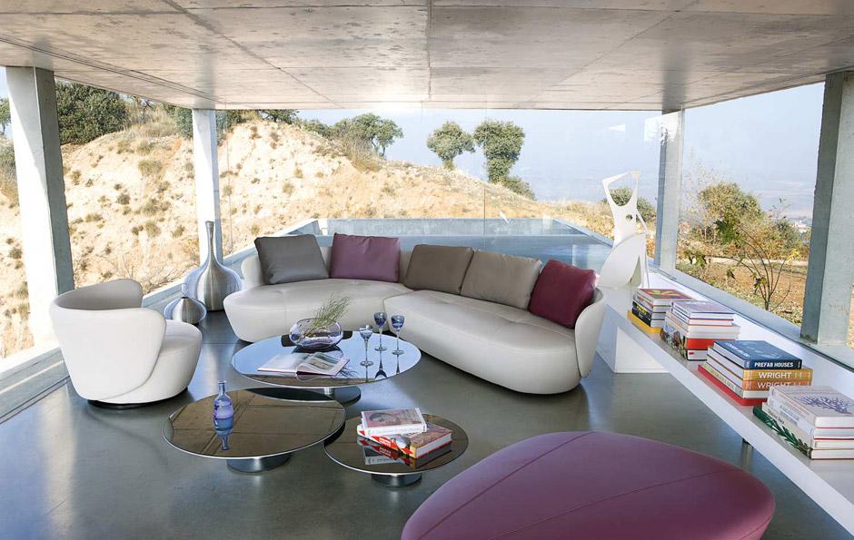 Il soggiorno moderno con la nuova collezione roche bobois for Console per salotto