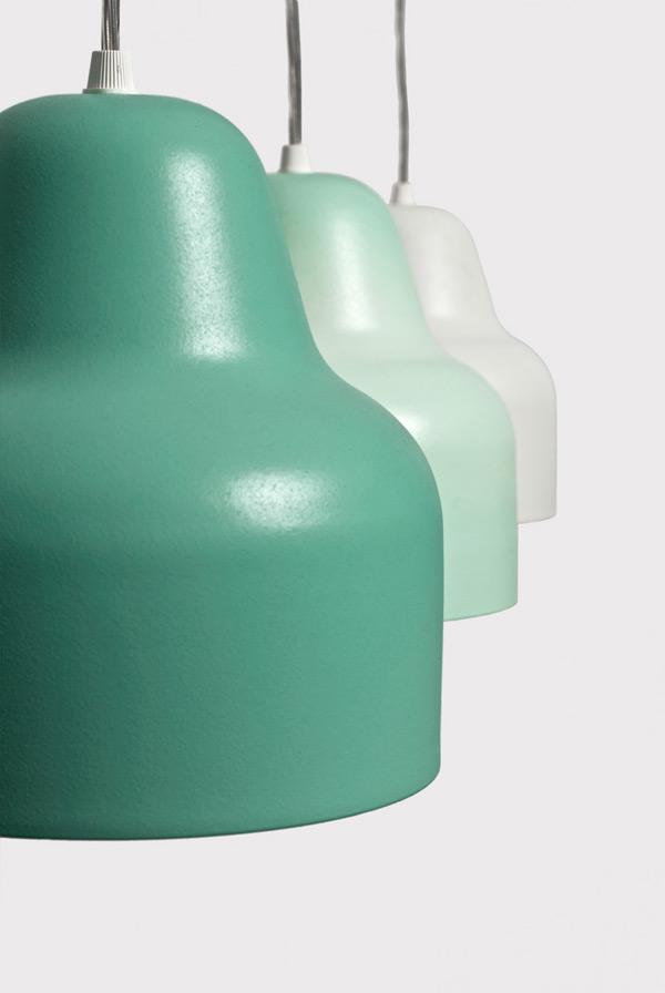Holo, piccolo lampadario con vernice termosensibile che cambia colore