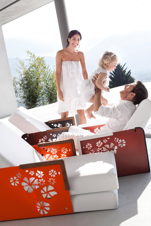 Collezione Kube di Ego Paris, sistema per esterni con poltrona, lettino e tavolino