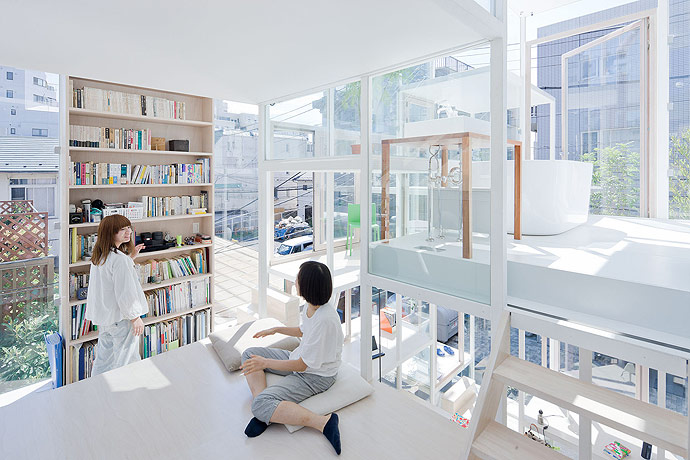 House NA, casa trasparente con pareti di vetro