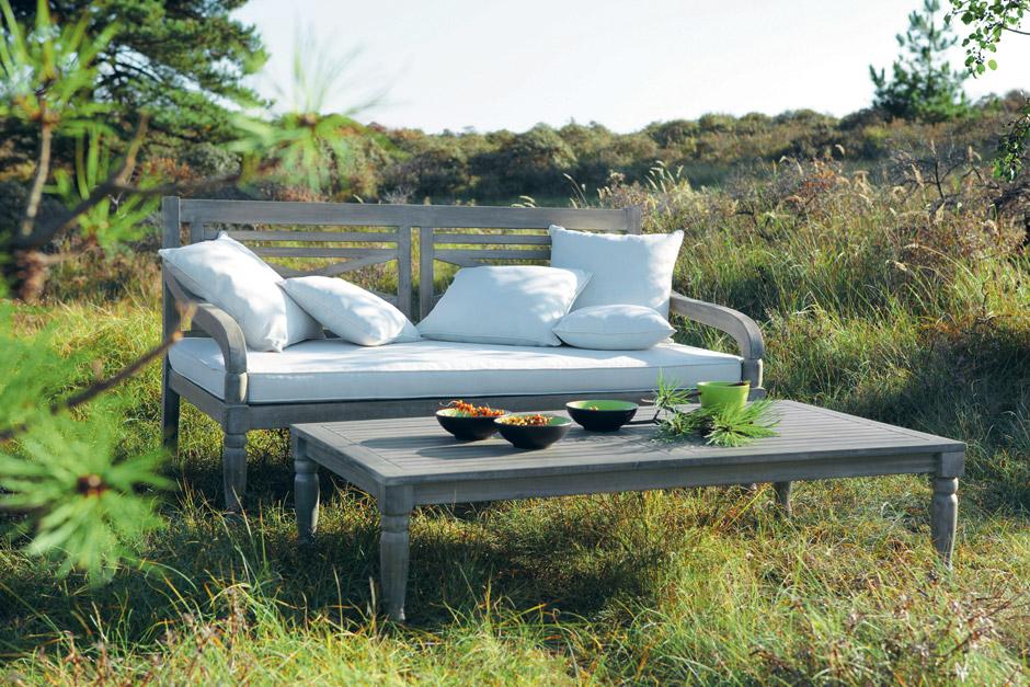 Maisons du Monde, divano e tavolino da giadino Chypre